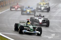 El inicio: Mark Webber por delante de Kimi Raikkonen