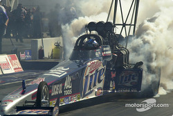 Larry Dixon does a smoky burn-out