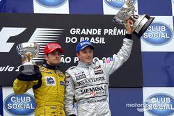 Podium: Giancarlo Fisichella und Kimi Räikkönen