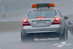 Safety car en la parrilla de salida