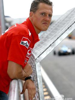 Michael Schumacher ve las carreras de apoyo
