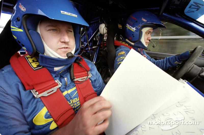 Piloto de Rally el canadiense Pat Richard y el sueco copiloto Mikael Johansson conducen el Subaru Ra