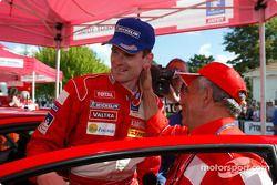 Corrado Provera felicita a ganador de rally Marcus Gronholm