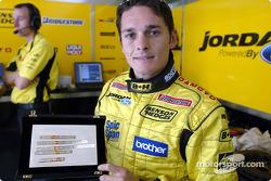 Giancarlo Fiischella, Jordan, mit Plakette für den Sieg beim GP Brasilien