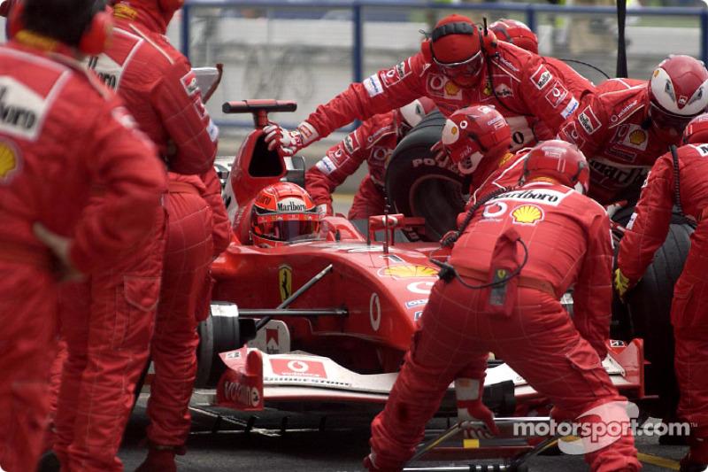 Para de pits para Michael Schumacher