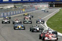 La salida: Rubens Barrichello lidera la parrilla