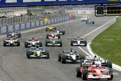 Départ : Rubens Barrichello mène le reste du peloton