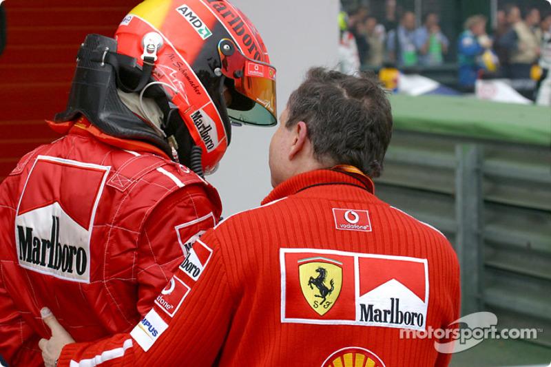 Michael Schumacher y Jean Todt en el Parc Fermé