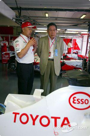 Toshiro Kurusu habla con Hiroshi Okuda