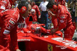 Michael Schumacher sur la grille de départ