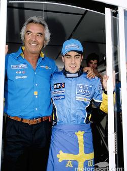 Fernando Alonso y Flavio Briatore celebran podio