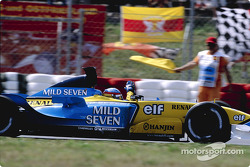 Fernando Alonso celebra podio