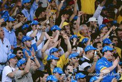 Los fans de Fernando Alonso celebra