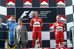 El podio: ganador de la carrera de Michael Schumacher con Fernando Alonso y el brasileño Rubens Barrichello