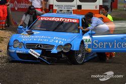 Das Unfallauto von Stefan Mücke, Team Rosberg, AMG-Mercedes CLK-DTM 2002