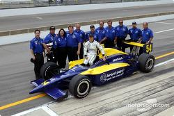 Shinji Nakano with his team
