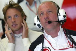 Jenson Button y David Richards ven la calificación
