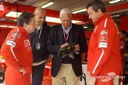 Jean Todt y Umberto Agnelli en el garaje de Ferrari