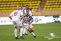 Partido de fútbol en Stade Louis II en Mónaco: Michael Schumacher