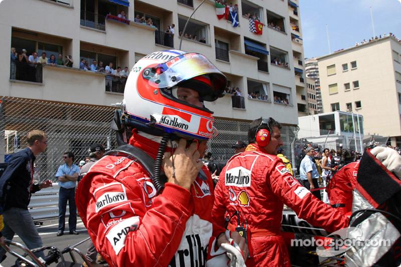 Rubens Barrichello sur la grille de départ