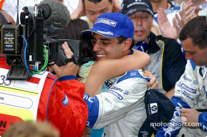 Juan Pablo Montoya fête la victoire avec sa femme Connie