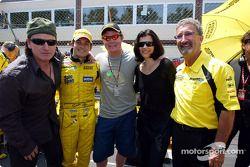 Bono, Giancarlo Fisichella, Brian O'Driscoll, esposa de Bono y Eddie Jordan