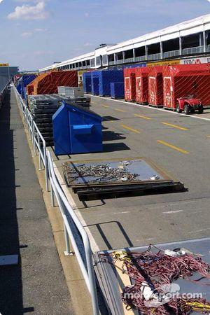 F1 material on pitlane