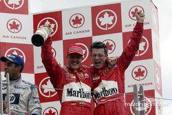 Het podium: racewinnaar Michael Schumacher
