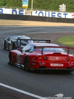 #7 Team Bentley Bentley Speed 8: Tom Kristensen, Rinaldo Capello, Guy Smith, und #88 Veloqx Prodrive