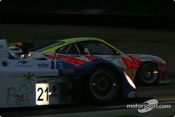 La Norma M2000/2-Ford (Edouard Sezionale, Patrice Roussel, Lucas Lasserre) et la Porsche 911 GT3-RS (Lucas Luhr, Sascha Maassen, Emmanuel Collard)