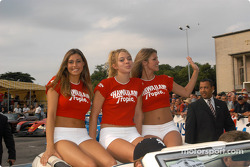 Las adorables chicas Hawaiian Tropic