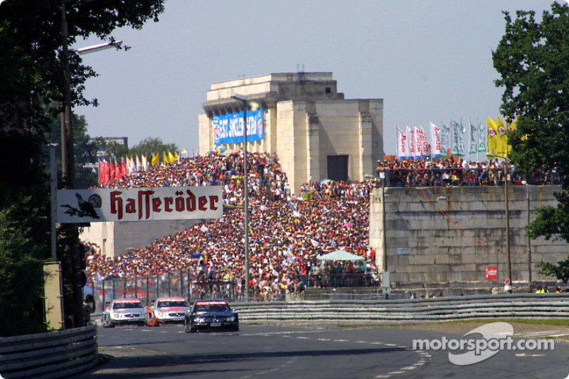 The start: Jean Alesi jumps in the lead
