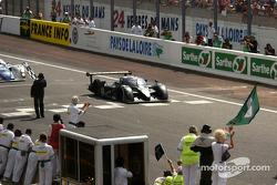 #8 Team Bentley Bentley Speed 8: Johnny Herbert, David Brabham, Mark Blundell takes checkered flag