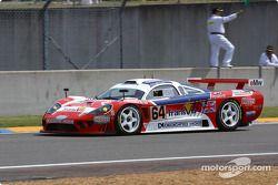 La Saleen S7-R n°64 de l'équipe Graham Nash Motorsport pilotée par Pedro Chaves, Mike Newton, Thomas Erdos en tête de la grille de départ