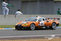 La Spyker C8 Double12R n°85 du Team Orange Spyker pilotée par Norman Simon, Hans Hugenholtz, Tom Coronel en tête de la grille de départ