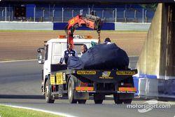 La voiture de Juan Pablo Montoya sur le plateau arrière du camion