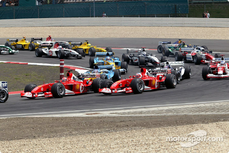 start: Michael Schumacher ve Rubens Barrichello lead field