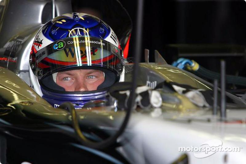 Kimi Raikkonen (McLaren-Mercedes): 23 años, 8 meses y 12 días