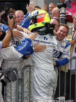 Ganador de la carrera que Ralf Schumacher celebra