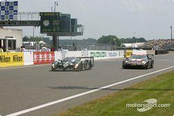 #7 Team Bentley Bentley Speed 8: Tom Kristensen, Rinaldo Capello, Guy Smith, und #53 Corvette Racing