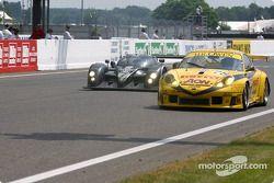 #7 Team Bentley Bentley Speed 8: Tom Kristensen, Rinaldo Capello, Guy Smith, und #78 PK Sport LTD Po