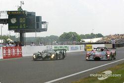 #7 Team Bentley Bentley Speed 8: Tom Kristensen, Rinaldo Capello, Guy Smith, und #19 Automotive Dura