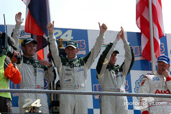 Podio: ganadores Tom Kristensen, Rinaldo Capello, Guy Smith