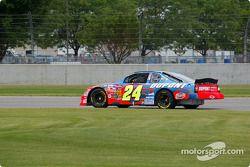 Juan Pablo Montoya à pleine vitesse sur une NASCAR Winston Cup à Indy