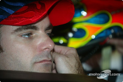 Jeff Gordon focuses, task, hand