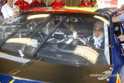 Juan Pablo Montoya gets used to his yeni workspace