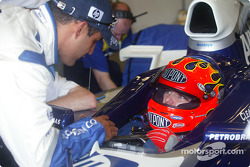 Juan Pablo Montoya describes finer points, ve F1 Cari to Jeff Gordon