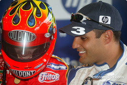 Jeff Gordon, left, ve Juan Pablo Montoya