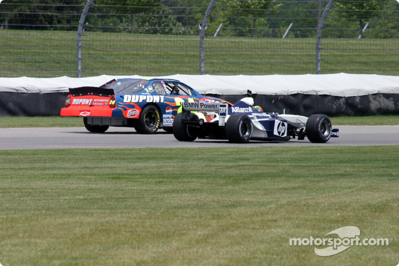 DuPont Chevrolet, left, ve HP Williams-BMW FW24