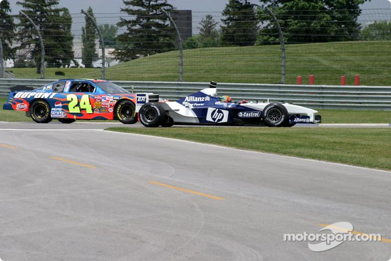Juan Pablo Montoya, left, ve Jeff Gordon side by side